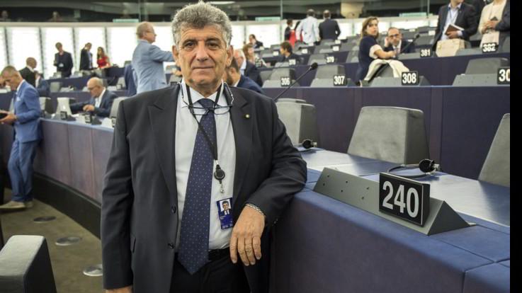 """Bartolo, medico di Lampedusa: """"Chiudere i porti non serve a nulla"""""""