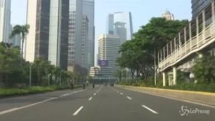 Coronavirus, giro di vite nella capitale dell'Indonesia Jakarta