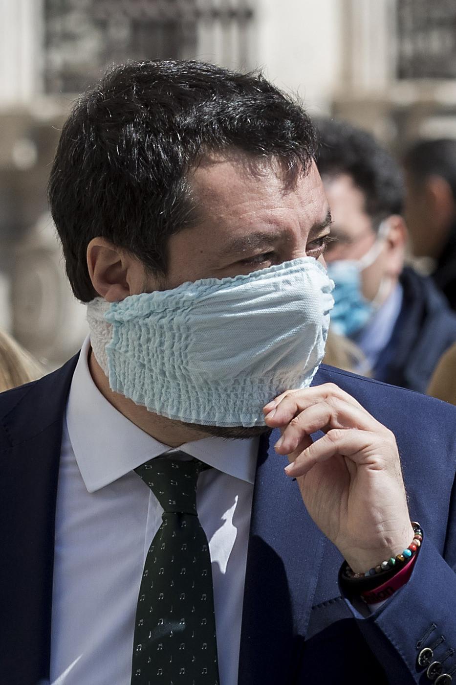 Coronavirus, Salvini: Pd vuole patrimoniale? Sono matti, li fermeremo