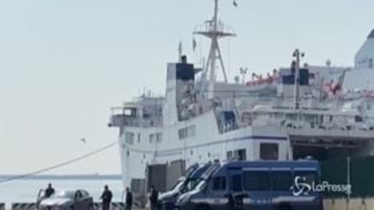 Napoli, Pasqua blindata: presidiati gli imbarchi per le isole del golfo
