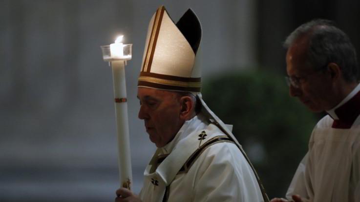 """La veglia del Papa nella Basilica deserta: """"Non cediamo alla rassegnazione"""""""