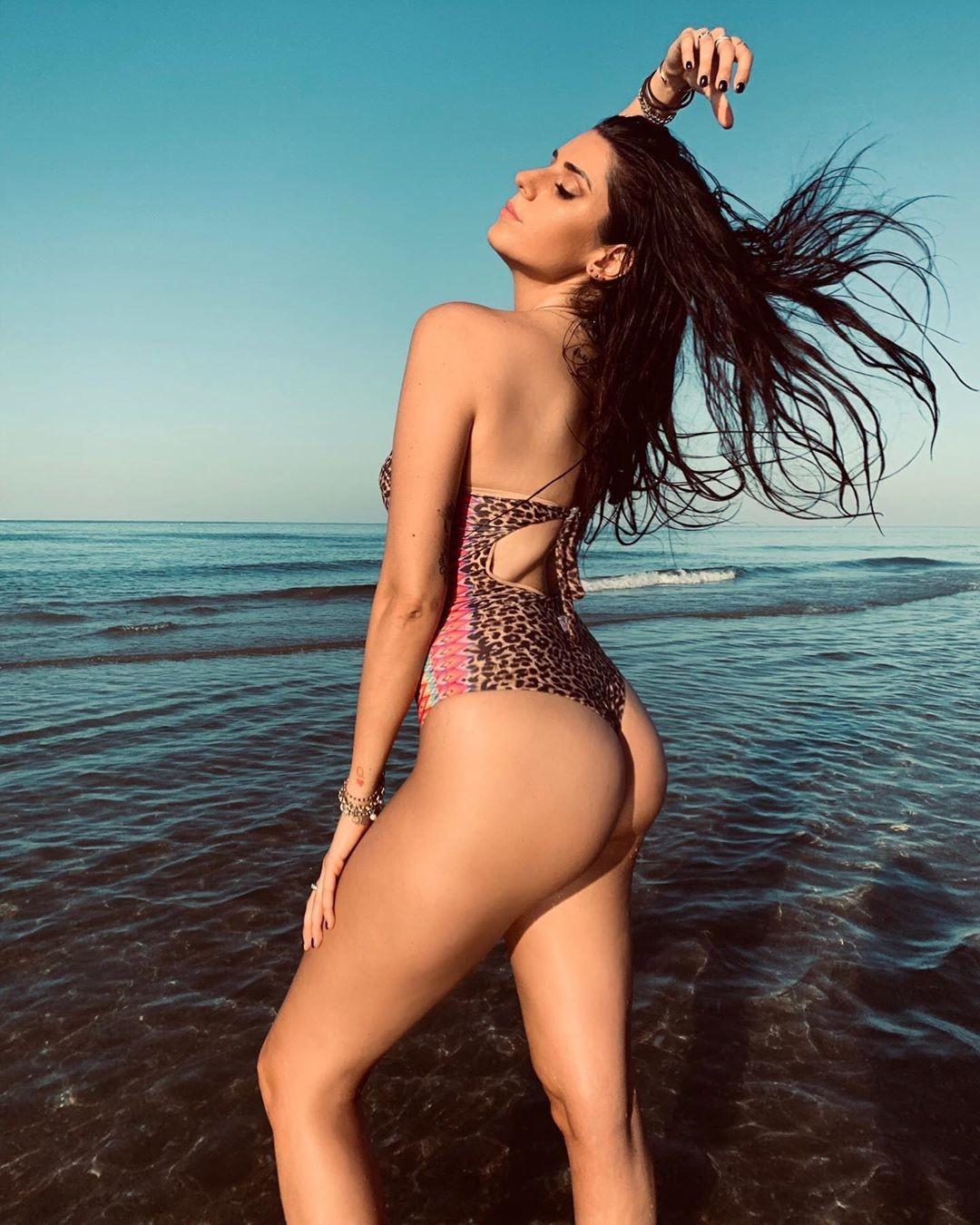 Valentina Vignali, la cestista che va sempre a canestro con scatti hot