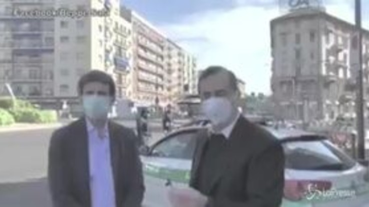 Coronavirus, Milano: Beppe Sala al seguito della polizia locale per i controlli