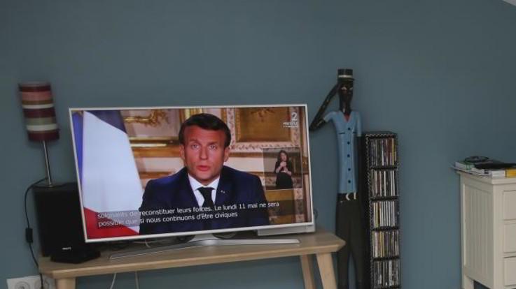 La Francia prolunga il lockdown fino all'11 maggio. Macron ammette falle nel sistema