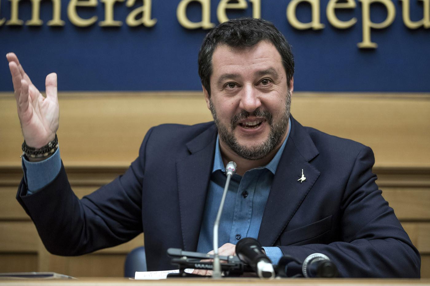 Coronavirus, Salvini: o ripartiamo in fretta o non ripartiamo più