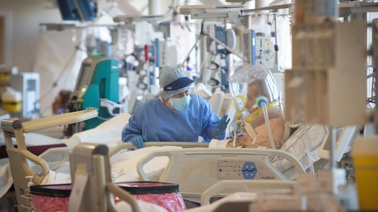 Coronavirus: in Italia calano ancora i contagi ma resta alto il numero dei decessi