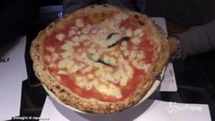 """Coronavirus, l'appello di Sorbillo a De Luca: """"Consenta la consegna della pizza a domicilio"""""""