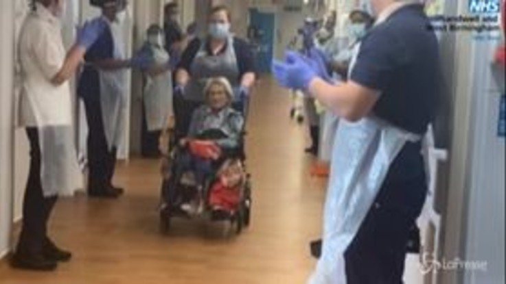 Coronavirus, guarisce a 106 anni: Connie lascia l'ospedale di Birmingham tra gli applausi