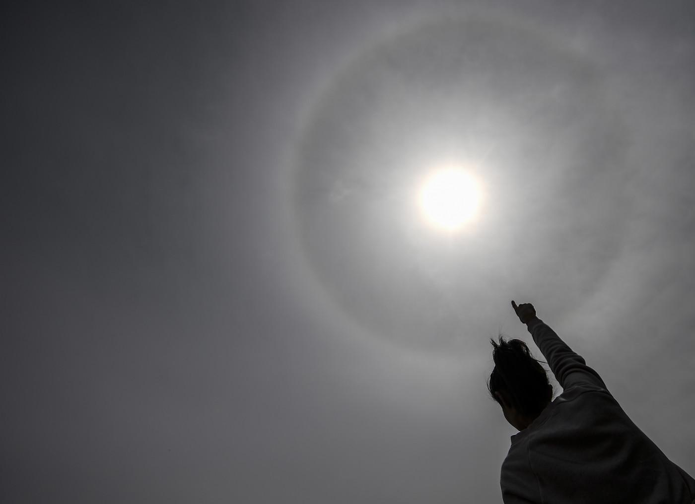 Sole-con-alone-fenomeno-nel-cielo-nord-italia-spiegazione