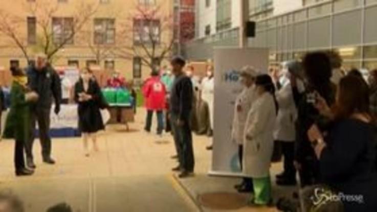 Coronavirus, Bill de Blasio dona forniture essenziali agli operatori sanitari di New York