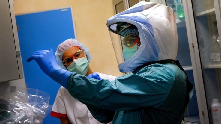 Coronavirus, record di guariti e temponi: calano i contagi