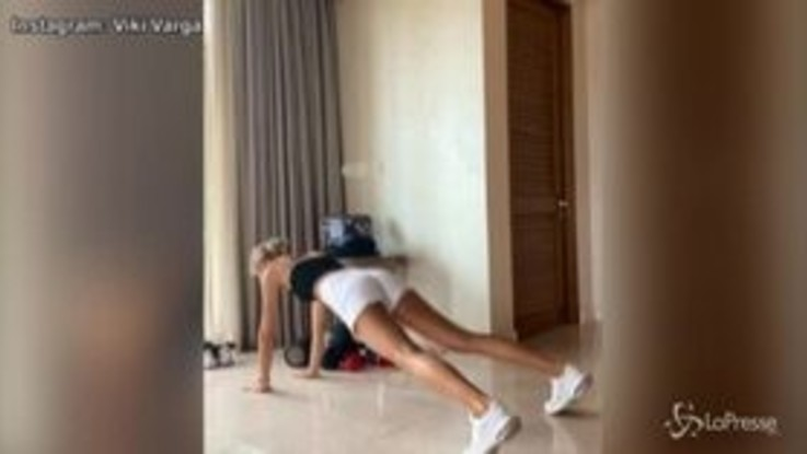 Viki Varga, l'allenamento finisce con un twerking: follower in delirio