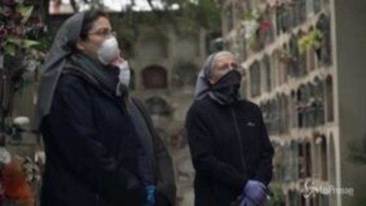 Coronavirus, Barcellona: il canto delle suore per l'ultimo addio di una consorella