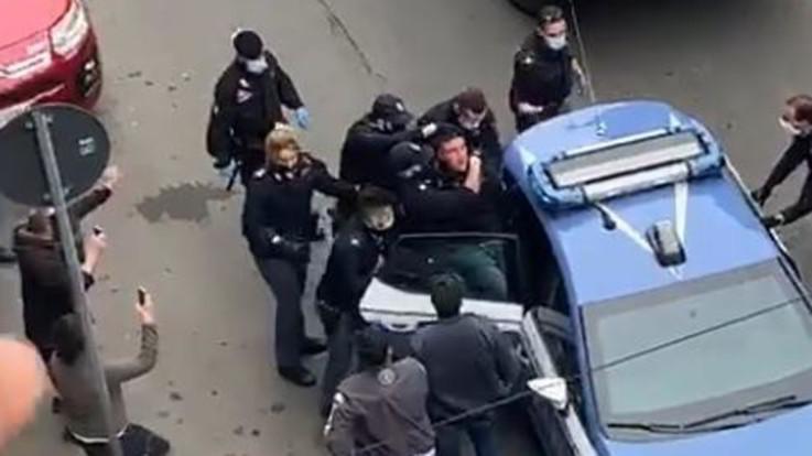 Torino, tafferugli con polizia in Corso Giulio Cesare: gente scende in strada