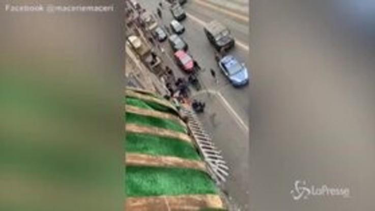 Torino, tensione tra antagonisti e polizia dopo l'arresto di due stranieri