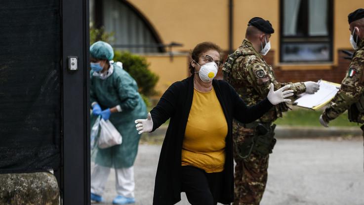 Coronavirus, Scontro Lombardia-Lazio su case di riposo. Fontana: Stesse delibere. Zingaretti: Falso