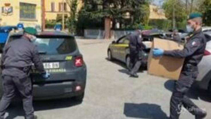 Modena, sequestrate dalla Finanza 24mila mascherine non sicure