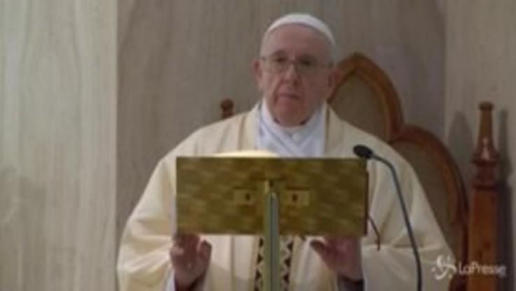 Coronavirus, il Papa prega per studenti e insegnanti