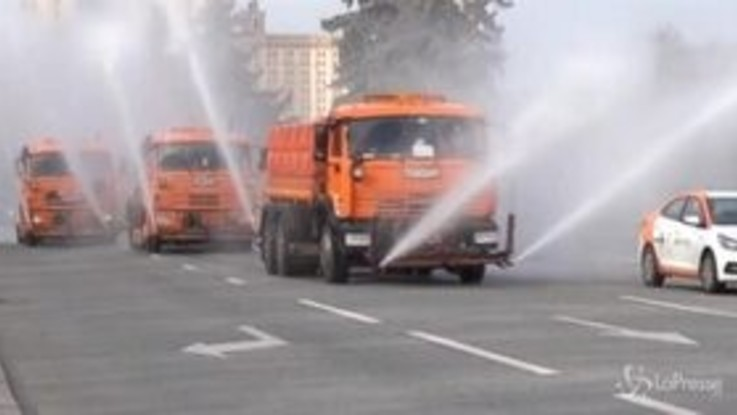 Coronavirus, le strade di Mosca pulite e disinfettate