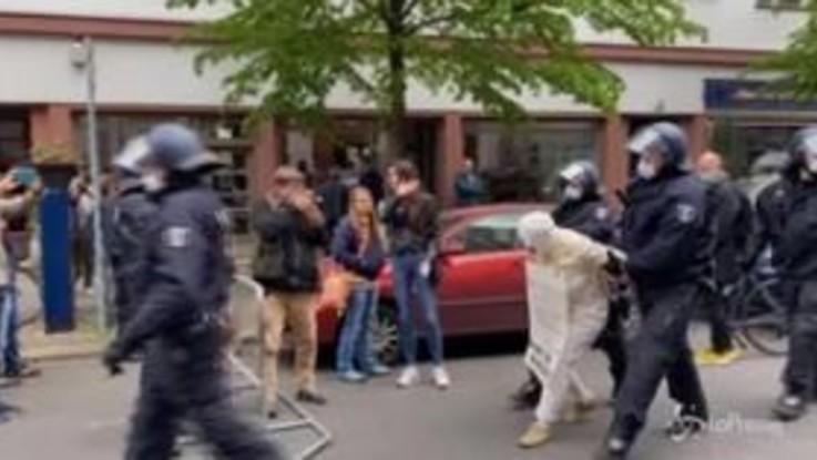 Coronavirus: a Berlino 1.000 persone protestano contro il lockdown, tensioni con la polizia