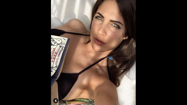 Sexy-Instagram , Martina Luchena in topless, foto scandalo. Lei: la natura mai volgare