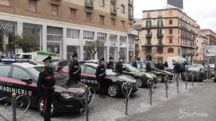 Napoli, omaggio di Carabinieri e Guardia di Finanza al poliziotto ucciso