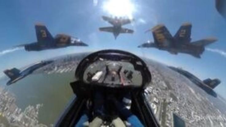 USA, squadre acrobatiche in volo su New York. Le immagini spettacolari