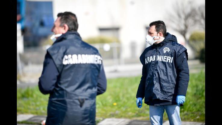 Milano: 80enne colpisce la moglie con martello e si ferisce, sono entrambi gravi