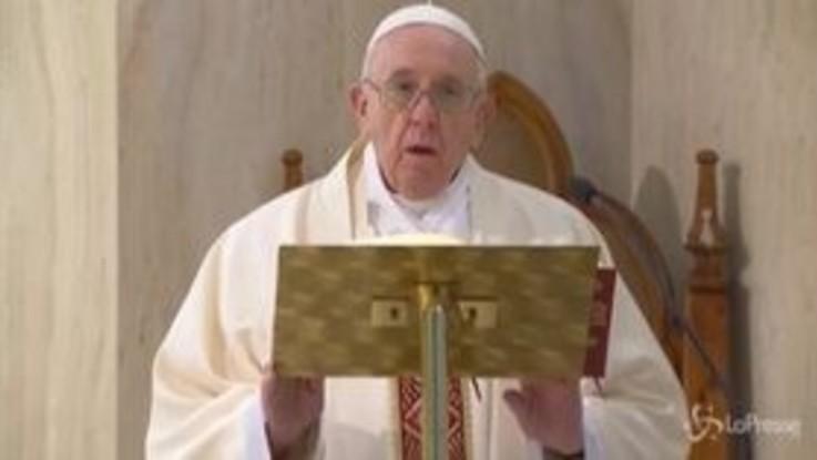Coronavirus, il Papa prega per i defunti 'anonimi' vittime della pandemia