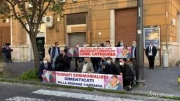 """Protestano i fotografi cerimonialisti napoletani: """"Settore in ginocchio"""""""