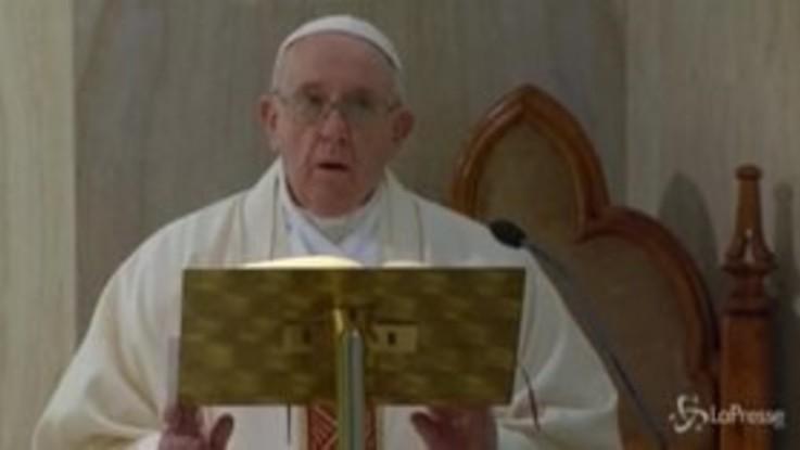 Coronavirus, il Papa prega per i giornalisti