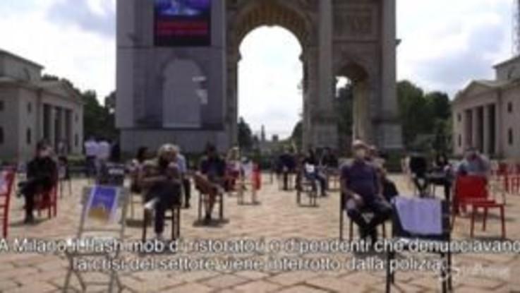 Tensione a Milano tra ristoratori e polizia, il flash mob viene interrotto: multati i partecipanti