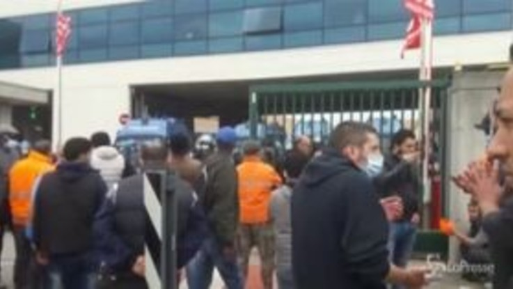Coronavirus, Milano: cento dipendenti della logistica a rischio licenziamento