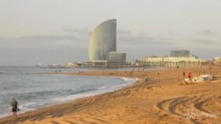 Spagna, Barcellona riapre le spiagge