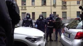 Arrivo di Silvia Romano a Milano, l'assembramento dei cronisti e le difficoltà dei vigili