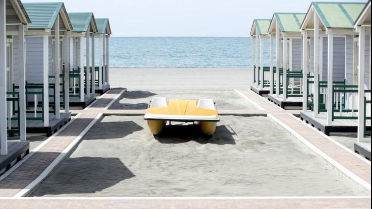 Niente buffet al ristorante e distanziamento a 4 metri, prenotazione anche in spiagge libere