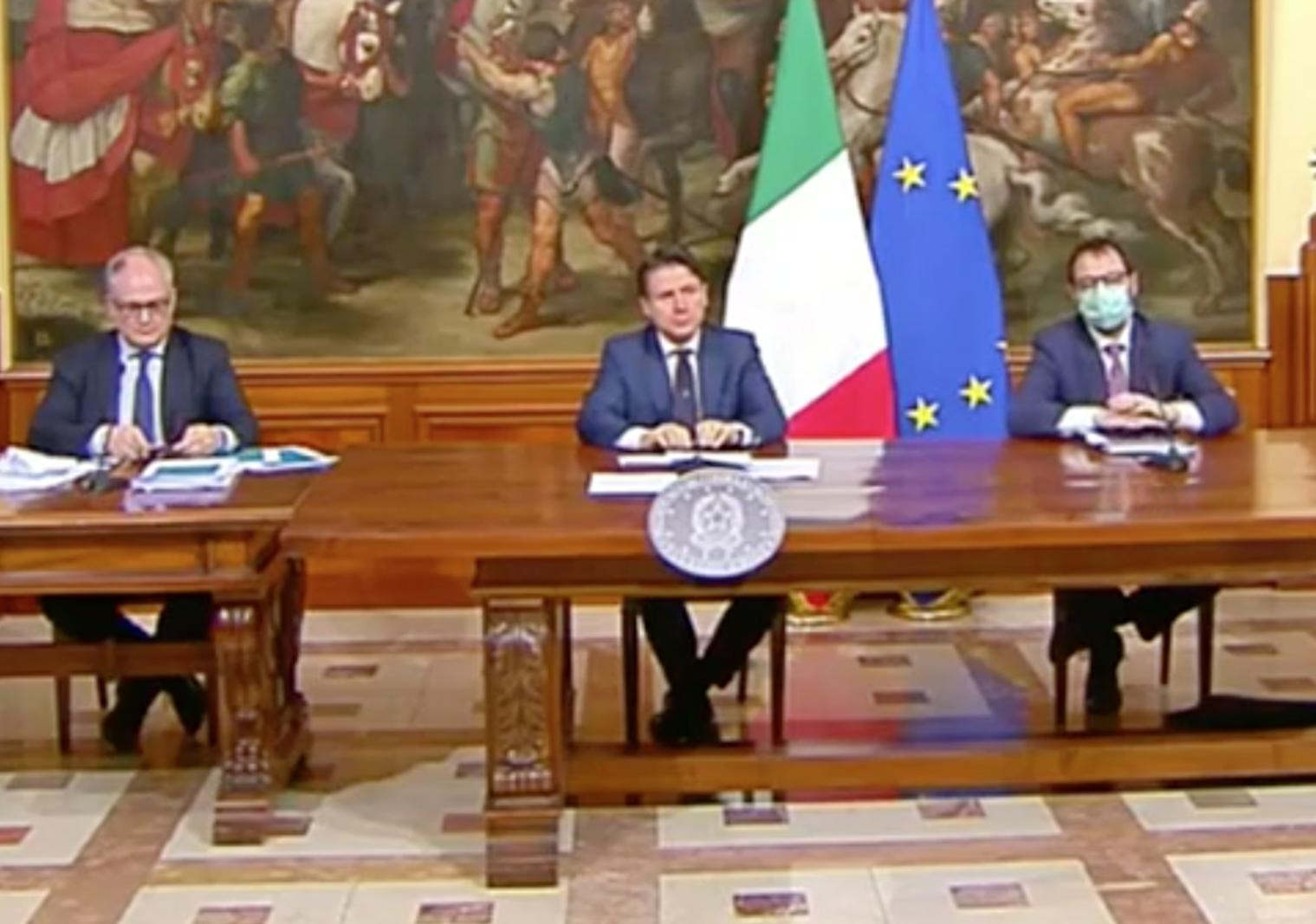 Decreto Rilancio, via libera dal Cdm. Conte: Vale 2 manovre. Compromesso sui migranti