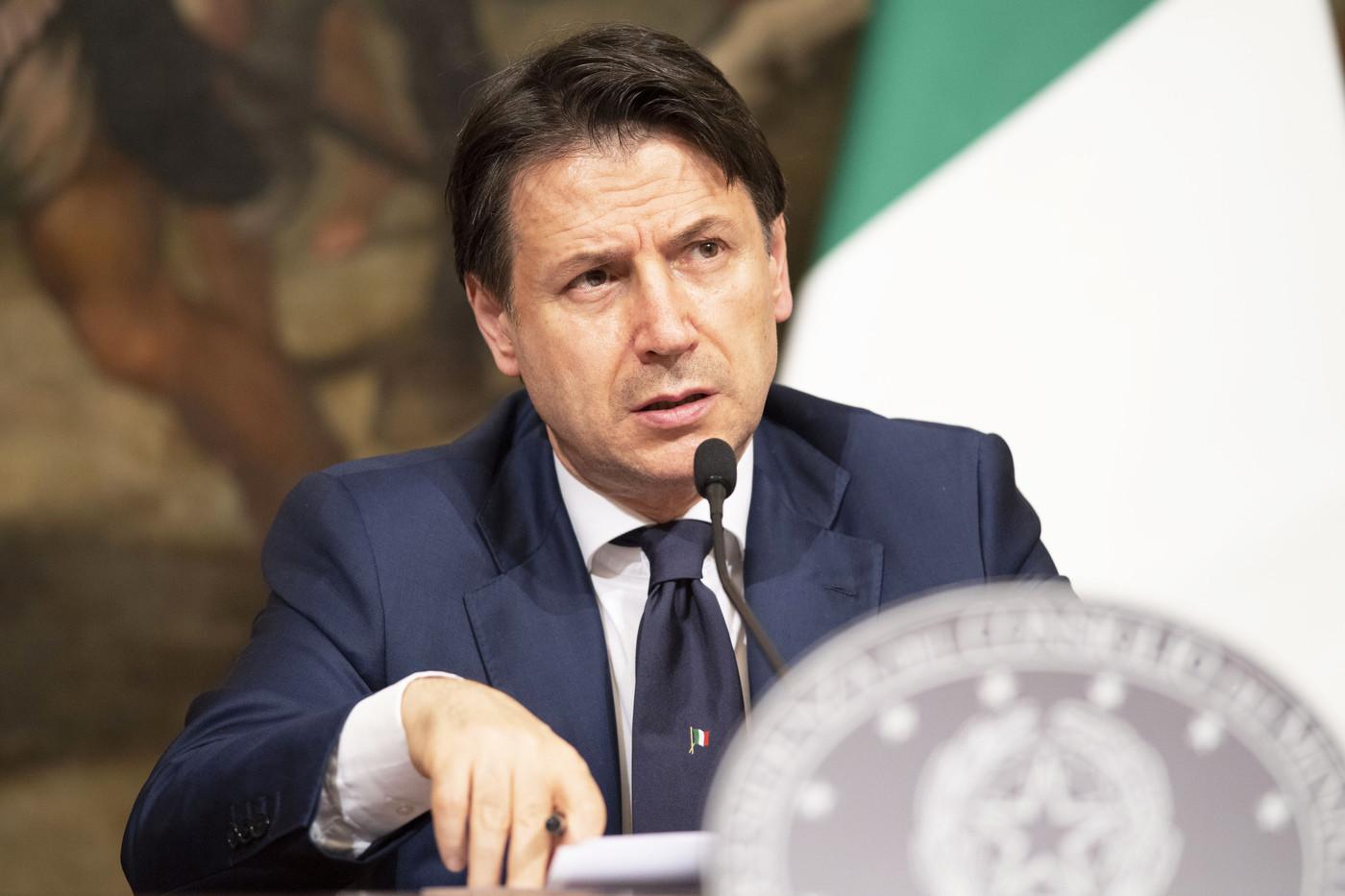 Decreto Rilancio, Conte: Taglio tasse per 4mld. Bellanova piange per sì a sanatoria