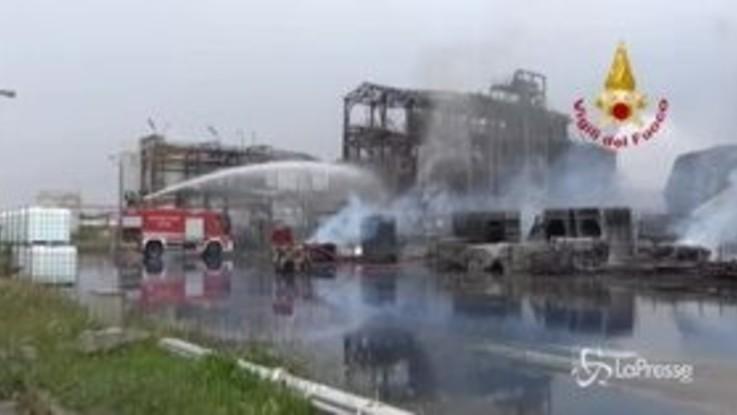 Marghera, incendio in stabilimento ditta prodotti chimici: l'intervento dei Vigili del Fuoco