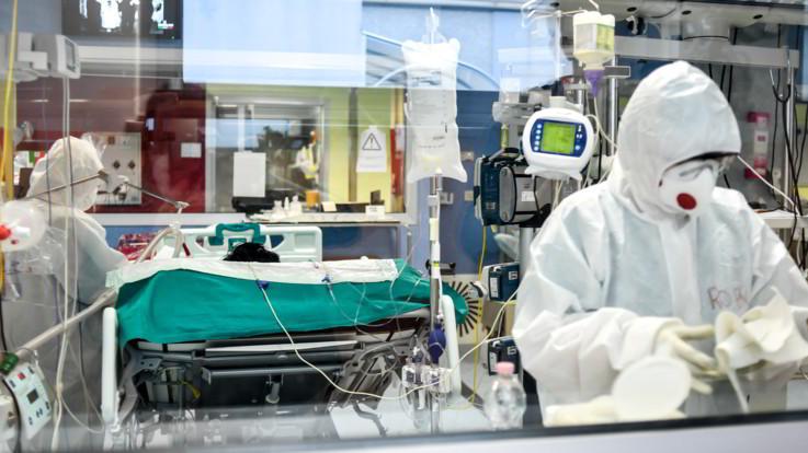 Coronavirus, 153 morti nelle ultime 24 ore: il dato più basso dal giorno del lockdown