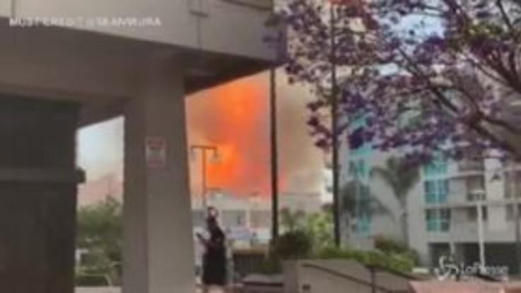 Esplosione a Los Angeles, feriti 11 pompieri