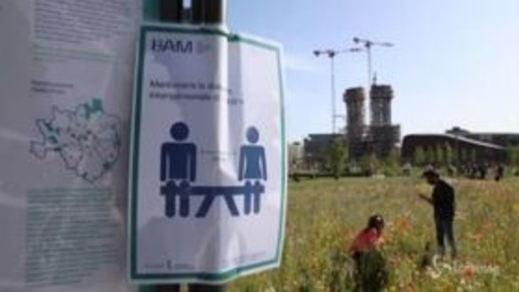 Coronavirus, Milano: violato il distanziamento sociale