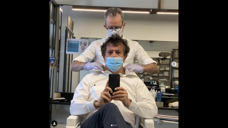 Giorgio Gori dal barbiere, ironia e auguri: ora davvero Fase2
