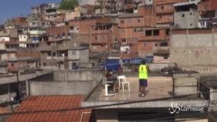 Allenamenti sul tetto: un successo nel Brasile colpito dal virus