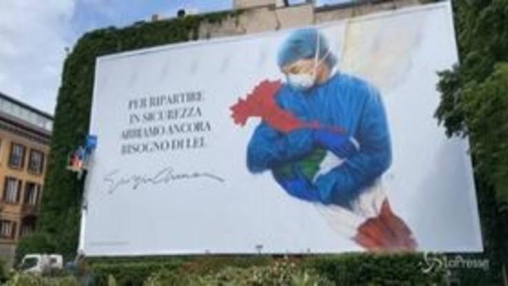 Armani, murales tributo agli operatori sanitari in centro a Milano