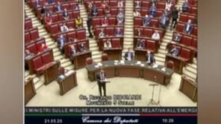 Deputato M5S attacca sanità lombarda, bagarre alla Camera e seduta sospesa