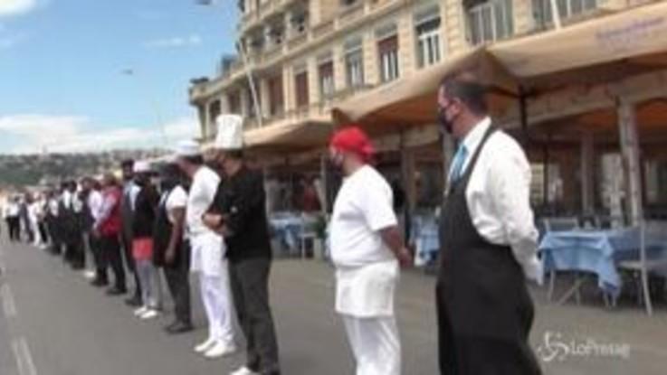 Napoli, flash mob dei ristoratori: un minuto di silenzio per le vittime di Coronavirus