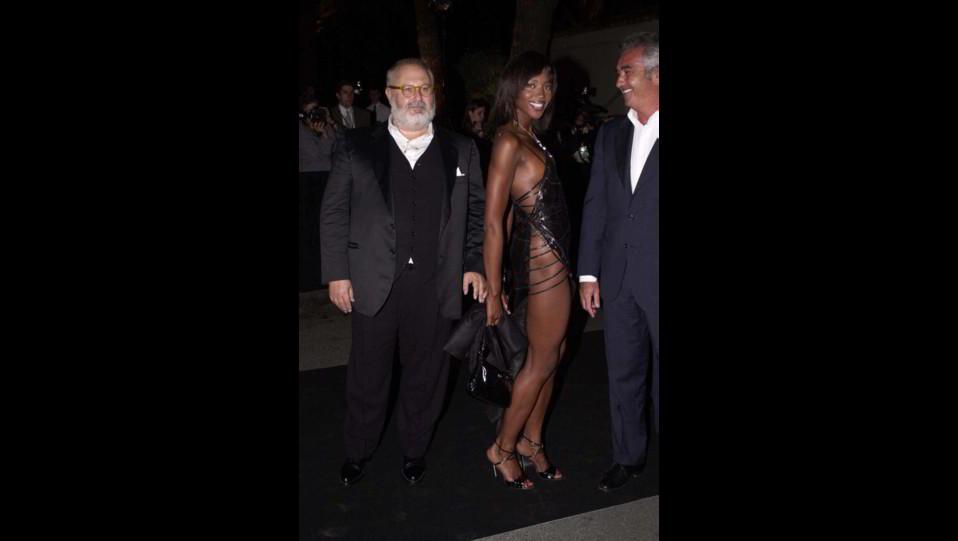 Naomi Campbell con Enrico Coveri e Flavio Briatore ©