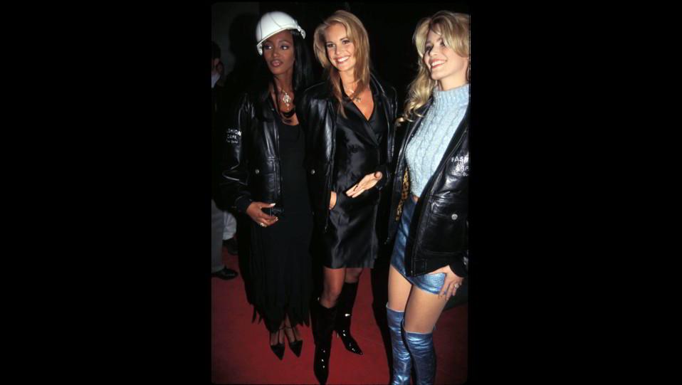 Naomi Campbell con Elle McPherson e Claudia Schiffer ©
