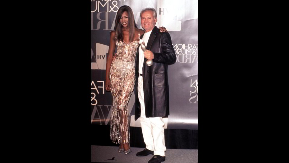 Naomi Campbell nel 1996 con Gianni Versace ©
